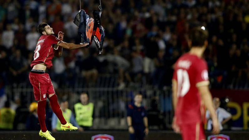 Un drone portando una bandera de Albania desata el caos enSerbia