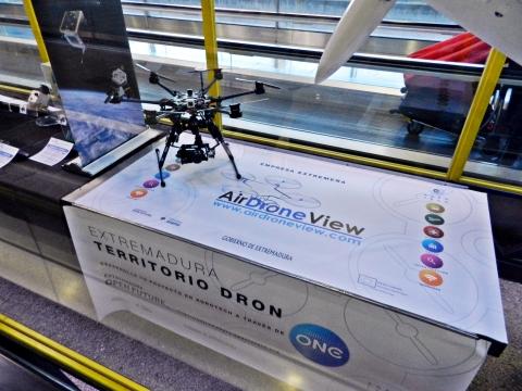 De aeromodelo a drone un vuelo fascinante air drone view www.airdroneview.com barajas adolfo suarez t2 terminal 2 exposicion drones rpas dron aena madrid aeropuerto gobierno de extremadura gobex 2