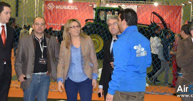 La Vicepresidenta del Gobierno de Extremadura, Cristina Teniente, visita Territorio Dron en Agroexpo2015