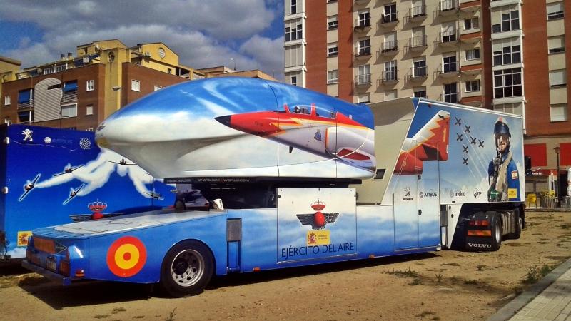 La Patrulla Águila en Badajoz, celebrando el 50 aniversario del Real Aeroclub deBadajoz.