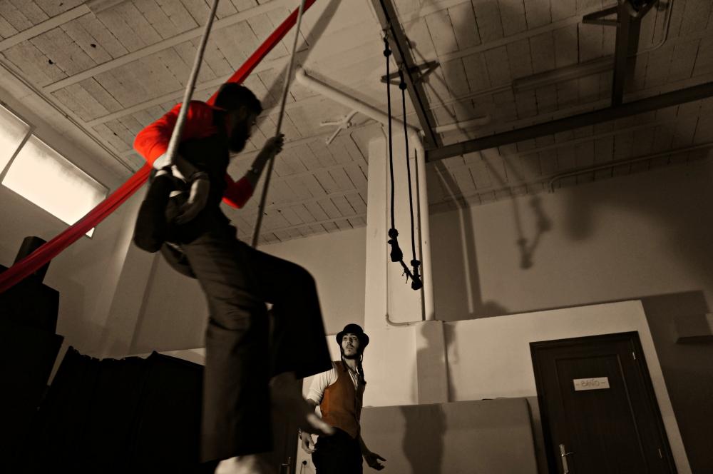 cabaret la rota espacio escenico circo trapecio badajoz foto cursos air drone view www.airdroneview.com espectaculo baile alumnos (21)