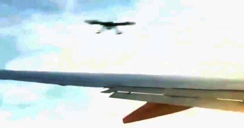 Impacto de dron contra el ala de un avión(fake)