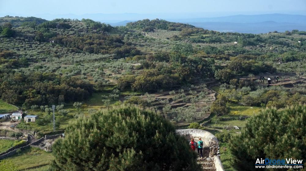 air drone view montanchez video foto aereo turismo promocional sierra castillo ciudad pueblo trabajos aereos extremadura badajoz españa 2