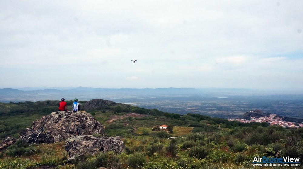 air drone view montanchez video foto aereo turismo promocional sierra castillo ciudad pueblo trabajos aereos extremadura badajoz españa 3