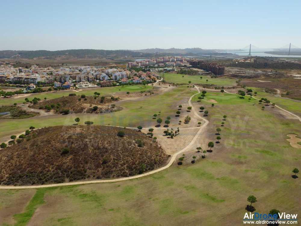 air-drone-view-www-airdroneview-com-huelva-ayamonte-isla-canela-punta-del-moral-drones-foto-video-aereo-reportaje-turismo-apartamentos-golf-playa-portugal-montegordo-camara-profesional-3