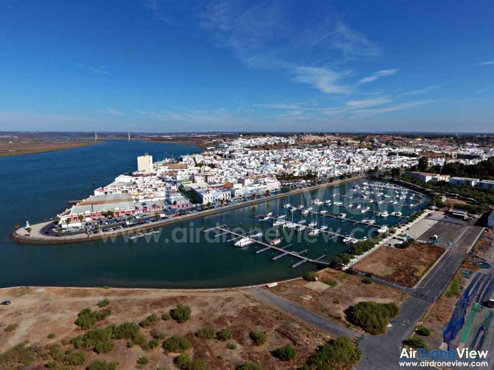 air-drone-view-www-airdroneview-com-huelva-ayamonte-isla-canela-punta-del-moral-drones-foto-video-aereo-reportaje-turismo-apartamentos-golf-playa-portugal-montegordo-camara-profesional-4