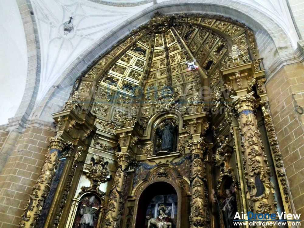 air-drone-view-www-airdroneview-com-patrimonio-drones-trabajo-aereo-interior-iglesia-restauracion-retablo-altar-trujillo-extremadura-espana-badajoz-caceres-empresa-10a