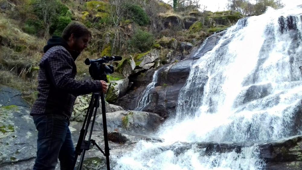 filmacion-casa-rural-spot-publicitario-video-drones-valle-del-jerte-extremadura-air-drone-view-www-airdroneview-com-empresa-publicidad-otono-espana-rio-cascada-montana-1