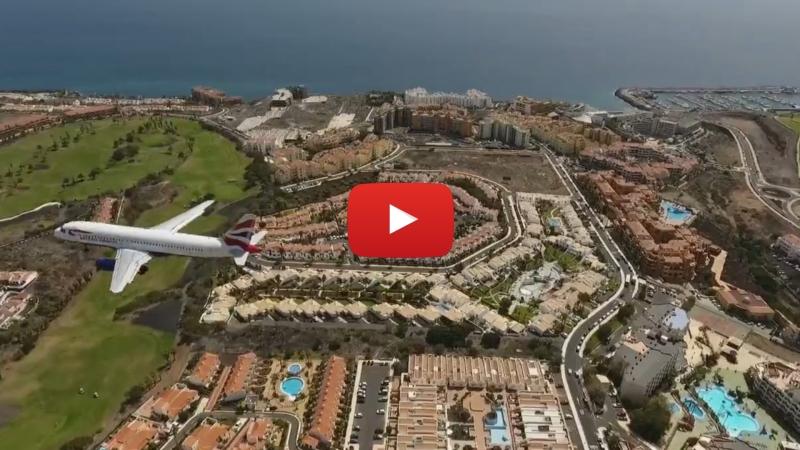 Drone grabando aviones aterrizando y despegando enTenerife